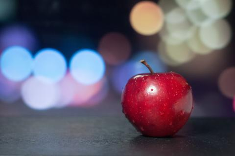 "A red apple. The French for ""a red apple"" is ""une pomme rouge""."
