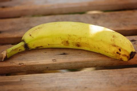 "A banana. The French for ""a banana"" is ""une banane""."