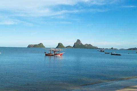 "Prachuap Khiri Khan (city in the south of Thailand). The Thai for ""Prachuap Khiri Khan (city in the south of Thailand)"" is ""ประจวบคีรีขันธ์""."
